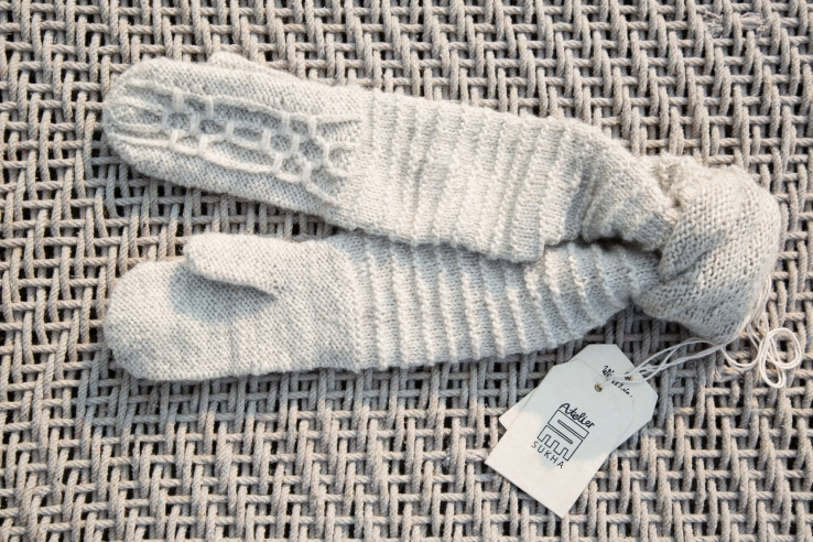 Indie Mittens Color Grey